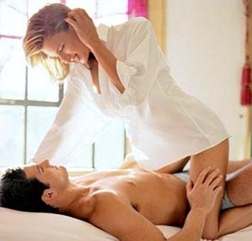 Поза наїзниці в сексі
